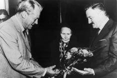 Alicia con Willy Brandt y Guillermo Estévex Boero